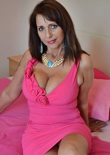 I love feeling young, and love am always up for a naughty chat. Make sure  you say
